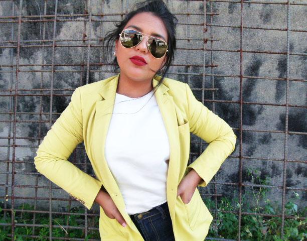 blazer-amarillo-para-dar-vida-a-las-demas-prendas-con-colores-neutrales